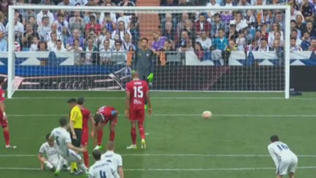 """Real: Ronaldo lập kỷ lục, đàn em bị gọi là """"kẻ bất lương"""" - 1"""