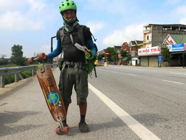 Phượt thủ xuyên Việt bằng ván trượt đặt chân tới xứ Nghệ