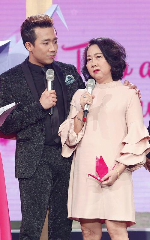 Mẹ Trấn Thành khóc trên truyền hình, không muốn con trai làm nghệ sĩ - 3