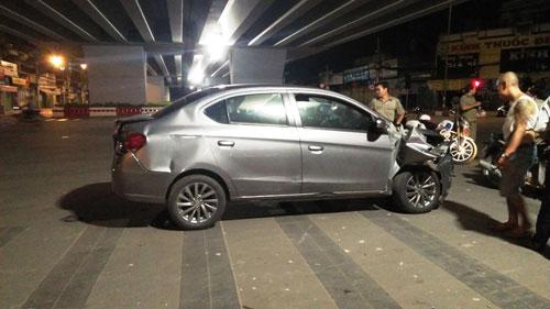 Sợ bị đánh sau tai nạn, tài xế lái ô tô tháo chạy như trong phim - 1