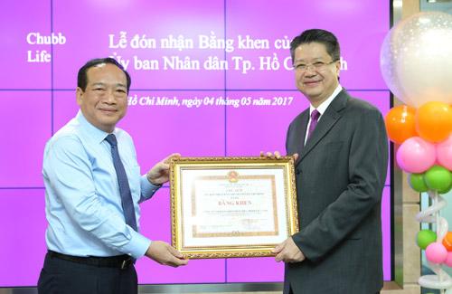Chubb Life Việt Nam được UBND TP.HCM khen thưởng - 1