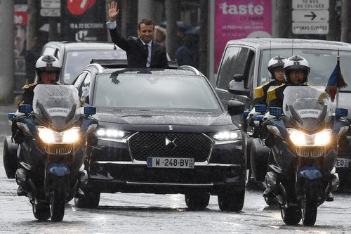 Tân Tổng thống Pháp nhậm chức bằng xe bình dân - 3