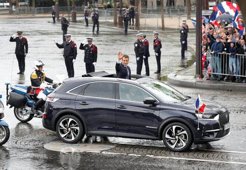 Tân Tổng thống Pháp nhậm chức bằng xe bình dân - 4