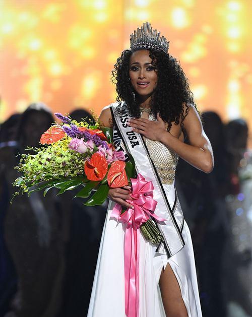 Ngắm nhan sắc lạ đầy hấp dẫn của tân hoa hậu Mỹ 2017 - 3