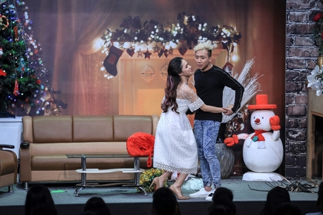 Hương Giang Idol là khách mời trong chương trình  Ơn giời, cậu đây rồi  tập 9 năm 2015. Người đẹp sinh năm 1991 có màn tung hứng, đối đáp ấn tượng trước trưởng phòng Trấn Thành.