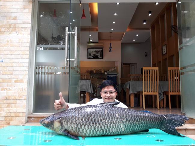 """Cần thủ câu được cá trắm đen """"khủng"""" 41kg ở lòng hồ sông Đà - 2"""