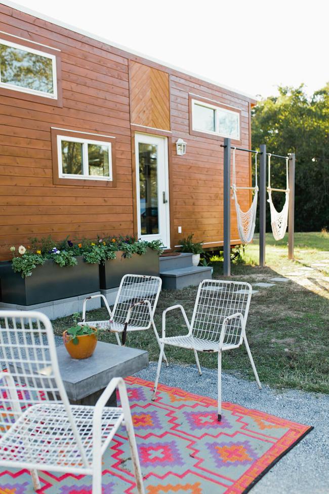 Ý tưởng về một ngôi nhà nhỏ xinh đẹp có được sau khi đôi vợ chồng trẻ trải qua tuần trăng mật ở những khách sạn nhỏ dọc bờ biển phía Tây nước Mỹ. & nbsp;