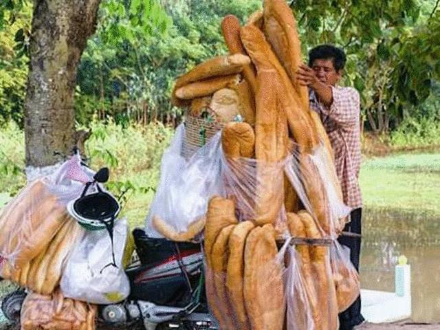 """Dân mạng """"phát sốt"""" với bánh mì """"khổng lồ"""" ở An Giang"""