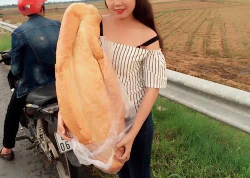 """Dân mạng """"phát sốt"""" với bánh mì """"khổng lồ"""" ở An Giang - 2"""