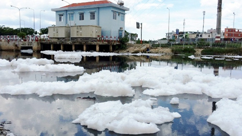 """""""Tuyết"""" phủ trắng kênh đen khiến người SG ngỡ ngàng - 12"""
