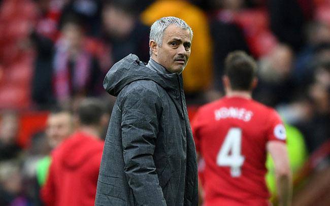 Mourinho tệ hơn Van Gaal, Moyes: MU vẫn kiếm 1 tỷ bảng - 2