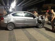 Tin tức trong ngày - Sợ bị đánh sau tai nạn, tài xế lái ô tô tháo chạy như trong phim