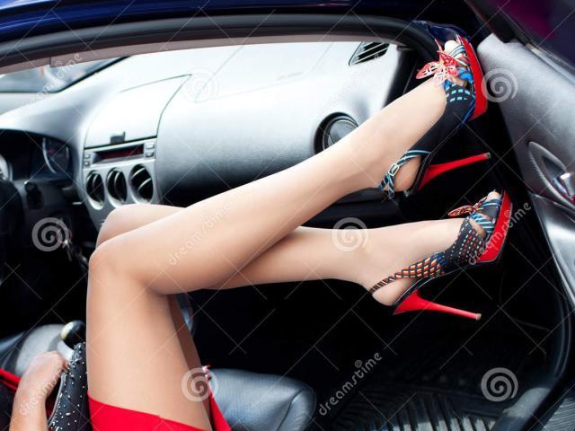 """Ông sếp đứng đắn và chiếc giày oan nghiệt của """"cô thư ký"""""""