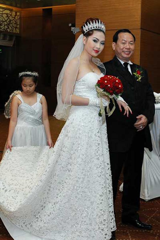 Sau khi gây ấn tượng tại cuộc thi & nbsp;Hoa hậu Thế giới người Việt, & nbsp;Thu Vân về nước tham gia một số hoạt động giải trí. Năm 2012, Thu Vân gây bất ngờ khi & nbsp;tổ chức hôn lễ hoành tráng với doanh nhân Đoàn Đình Sơn - hơn cô 24 tuổi tại một khách sạn 5 sao ở TP HCM.