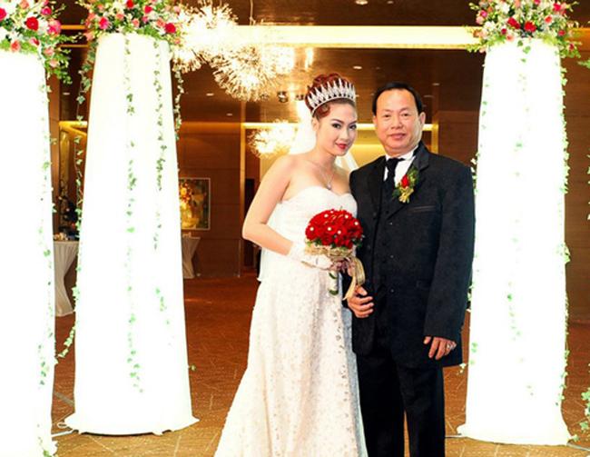 Thu Vân sinh năm 1986 tại TP HCM, cô từng đoạt danh hiệu & nbsp;Hoa hậu người Việt & nbsp;tại Los Angeles (Mỹ) 2004, & nbsp;Hoa hậu Áo dài Las Vegas 2007, Á hậu cuộc thi & nbsp;Hoa hậu Hoàn vũ Việt Nam tại Mỹ & nbsp;và Người đẹp ảnh cuộc thi & nbsp;Hoa hậu Thế giới người Việt 2007.