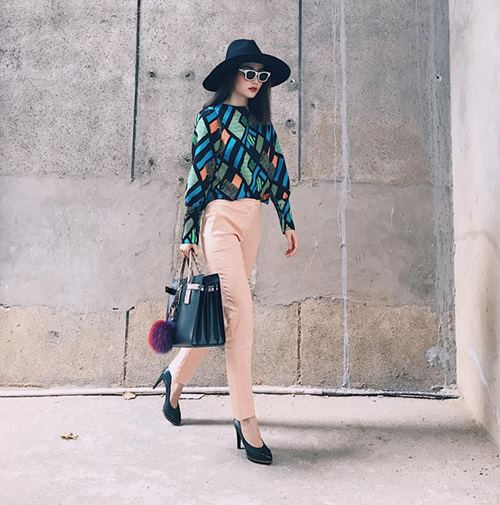 Angela Phương Trinh, Midu diện váy ngắn khoe chân dài thon nuột - 7