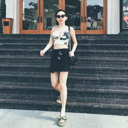 Angela Phương Trinh, Midu diện váy ngắn khoe chân dài thon nuột - 4