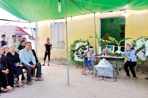 Xe Camry đâm tử vong 3 học sinh: Đại tang nơi xóm nhỏ - 1