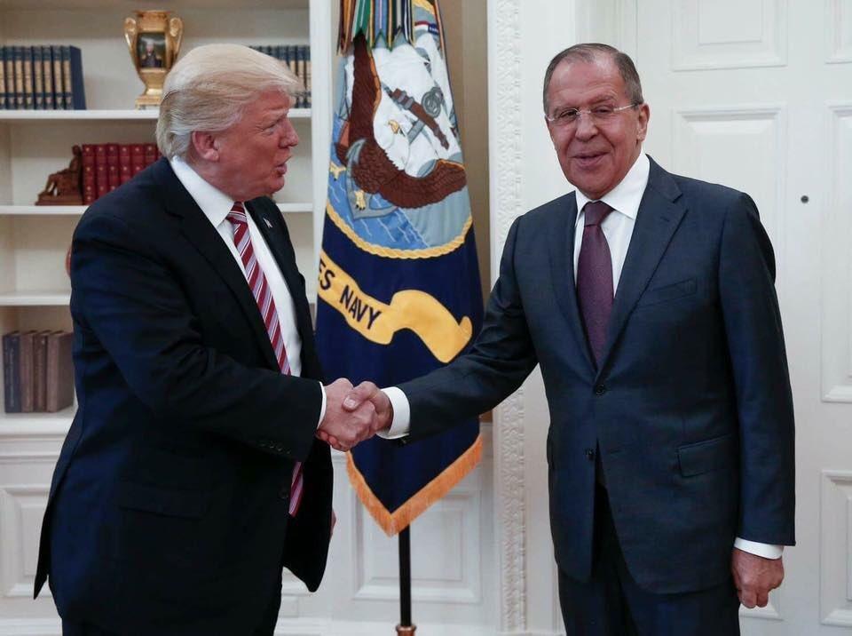 Trump bị tố tiết lộ thông tin tối mật cho quan chức Nga - 1