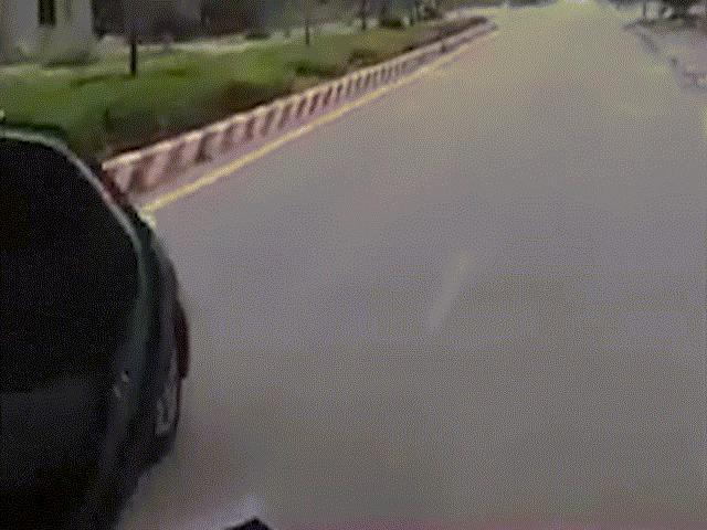 CSGT thông tin về clip xe taxi mở bung cửa chạy trên đường ở Thanh Hóa