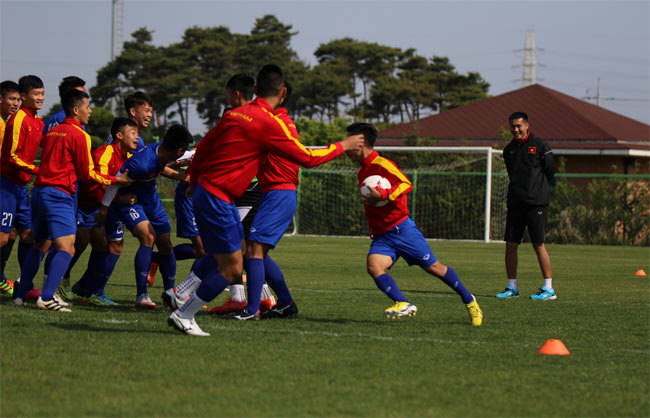 """U20 VN: Chuyên gia Đức tung """"tuyệt chiêu"""" đấu dàn sao 300 tỷ đồng - 2"""