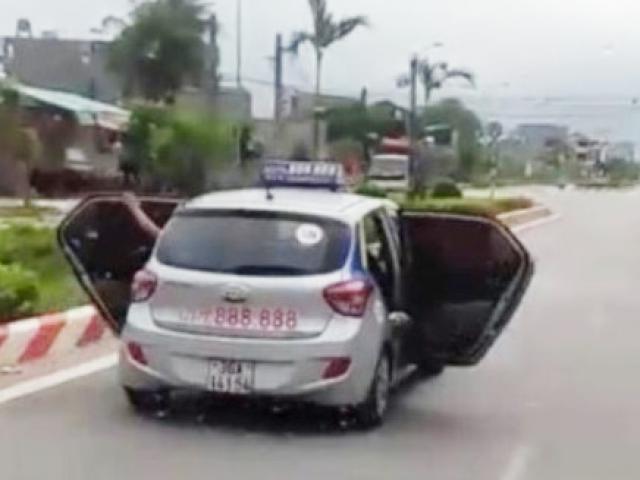 Sự thật bất ngờ vụ taxi mở bung 2 cửa chạy trên đường ở Thanh Hóa