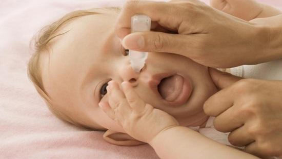 Rửa mũi, họng cho trẻ ngày hè, cha mẹ cần lưu ý gì? - 1
