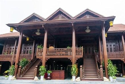 Cận cảnh ngôi nhà gỗ lim có giá 200 tỷ của đại gia Điện Biên - 3