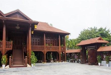 Cận cảnh ngôi nhà gỗ lim có giá 200 tỷ của đại gia Điện Biên - 4
