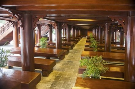Cận cảnh ngôi nhà gỗ lim có giá 200 tỷ của đại gia Điện Biên - 7