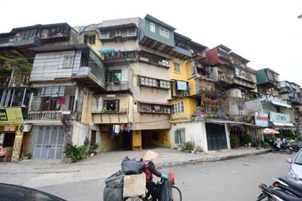 Cần quy trách nhiệm để 'đẩy' tiến độ cải tạo chung cư cũ - 1