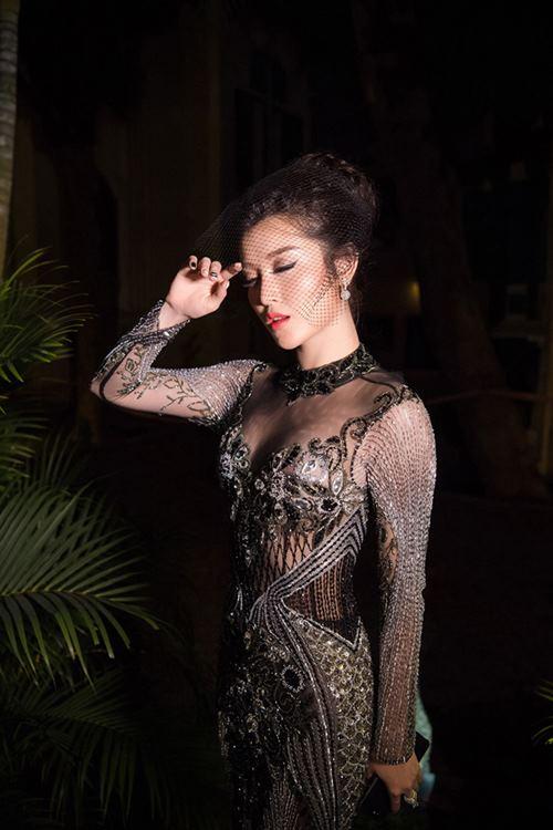 """Cận cảnh bộ váy """"gây họa"""" cho Huyền My được đấu giá 150 triệu - 5"""