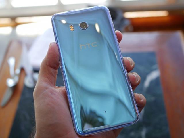 Trên tay HTC U 11 thiết kế