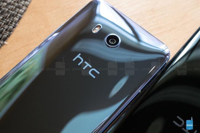 Đây là mẫu smartphone kế nhiệm HTC 10 ra mắt năm 2016, với nhiều tính năng nổi bật như dùng Snapdragon 835, 6 GB RAM và tính năng cảm ứng viền cạnh độc đáo.