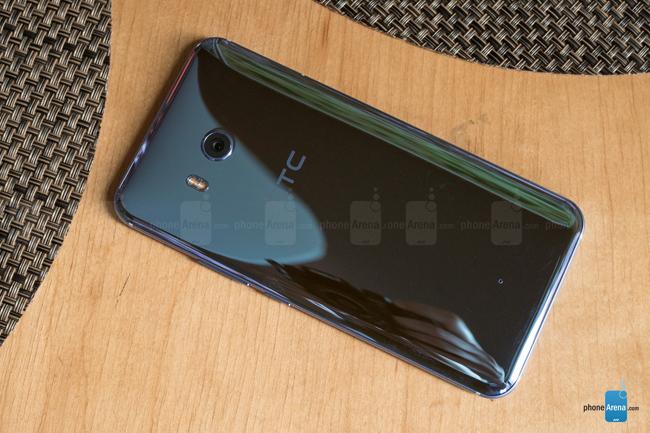 HTC U 11 được trang bị màn hình Super LCD kích thước 5,5 inch, độ phân giải QHD (1440 x 2560 pixel), phủ kính cường lực Gorilla Glass 5