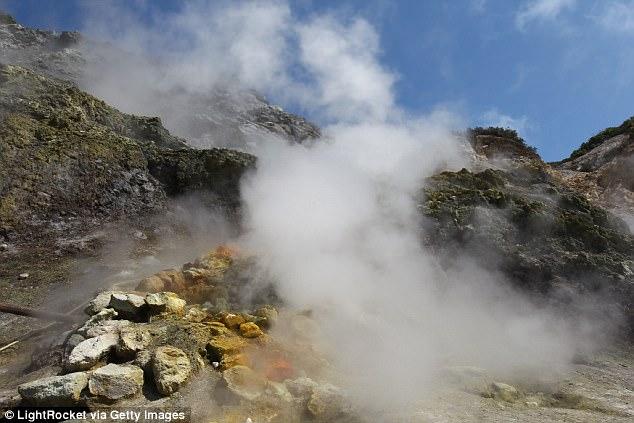 Siêu núi lửa châu Âu sắp thức giấc, đe dọa 36 vạn người - 2