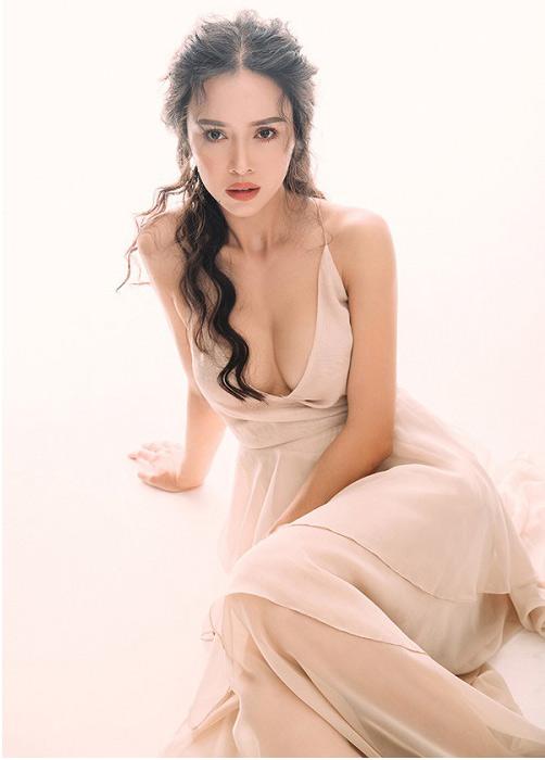 """Sắp dự LHP Cannes, Vũ Ngọc Anh, Nguyễn Thành mặc """"bạo"""" - 1"""