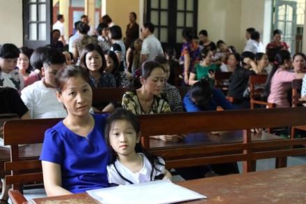 Nhà trường phải bồi thường hơn 100 triệu đồng cho bé bị mù một mắt