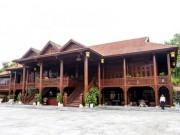 Tin tức trong ngày - Cận cảnh ngôi nhà gỗ lim có giá 200 tỷ của đại gia Điện Biên