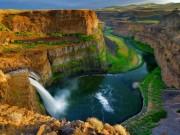 """Du lịch - """"Đứng hình"""" trước những thác nước đẹp như tranh vẽ"""