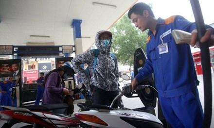 Tăng thuế bảo vệ môi trường với xăng dầu: Đừng chồng gánh nặng lên người dân - 1