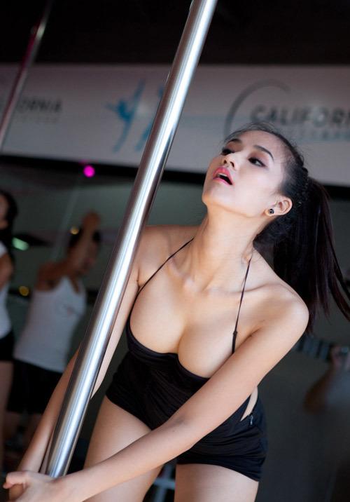 Khó rời mắt trước màn múa cột sexy của mỹ nhân Việt - 1
