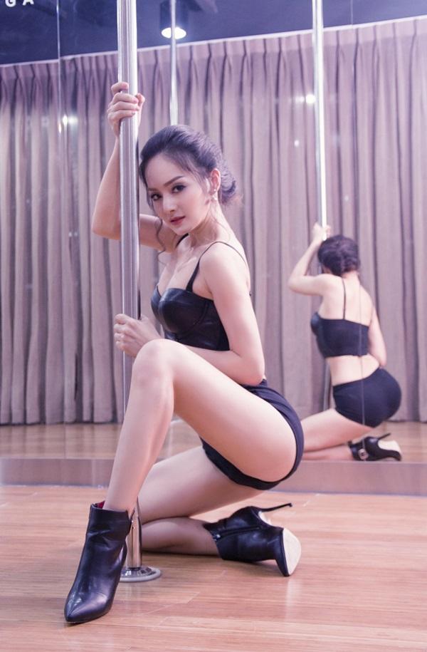 Khó rời mắt trước màn múa cột sexy của mỹ nhân Việt - 4