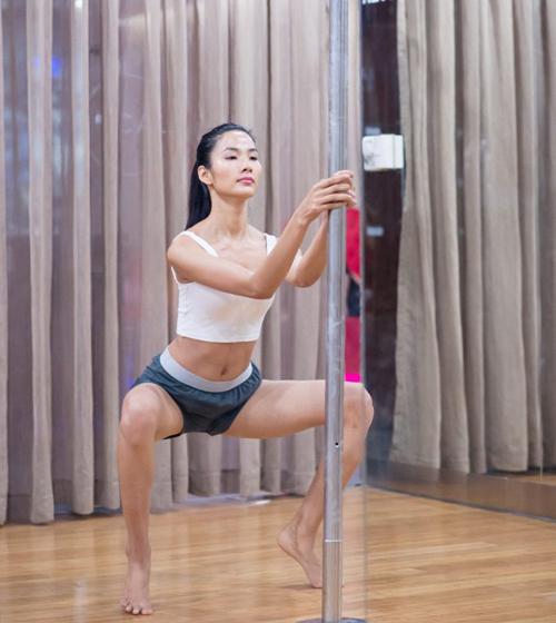 Khó rời mắt trước màn múa cột sexy của mỹ nhân Việt - 11