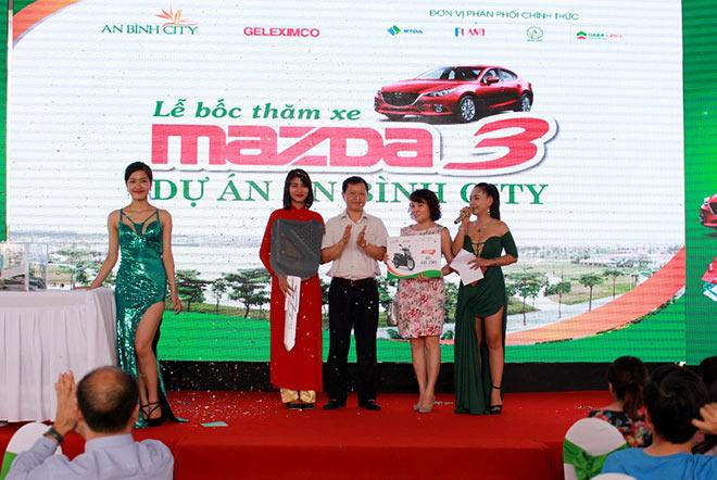 Tìm được chủ nhân may mắn mua An Bình City nhận giải đặc biệt xe ô tô Madza 3 - 2