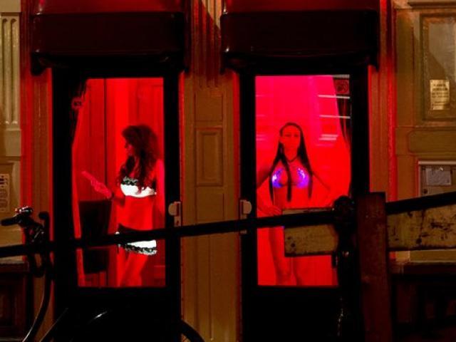 Hà Lan mở nhà thổ kiểu mới, cho gái mại dâm làm sếp