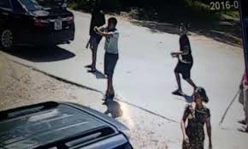 Nóng 12h qua: Cô gái bị 5 thanh niên đánh dã man khiến cộng đồng mạng sốc - 2