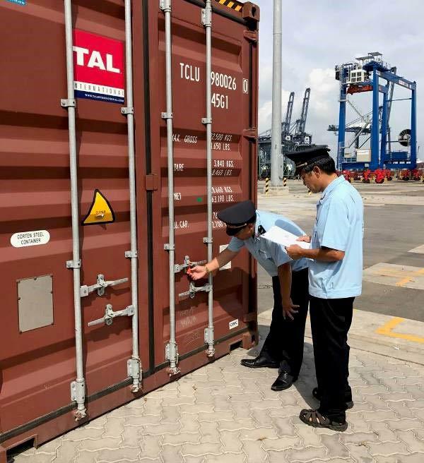 Hàng Trung Quốc rẻ bất thường tràn vào Việt Nam - 1