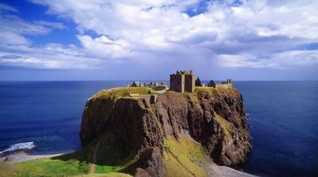 Ám ảnh với 10 lâu đài ma ám đáng sợ nhất châu Âu - 9