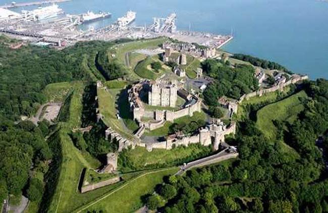 Ám ảnh với 10 lâu đài ma ám đáng sợ nhất châu Âu - 5